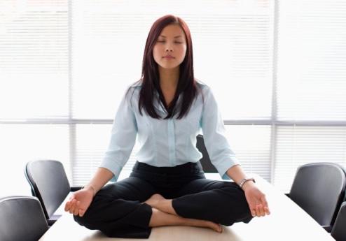「辦公室瑜伽打坐」的圖片搜尋結果